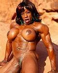 Farbige Bodybuilderin nackt mit Riesentitten